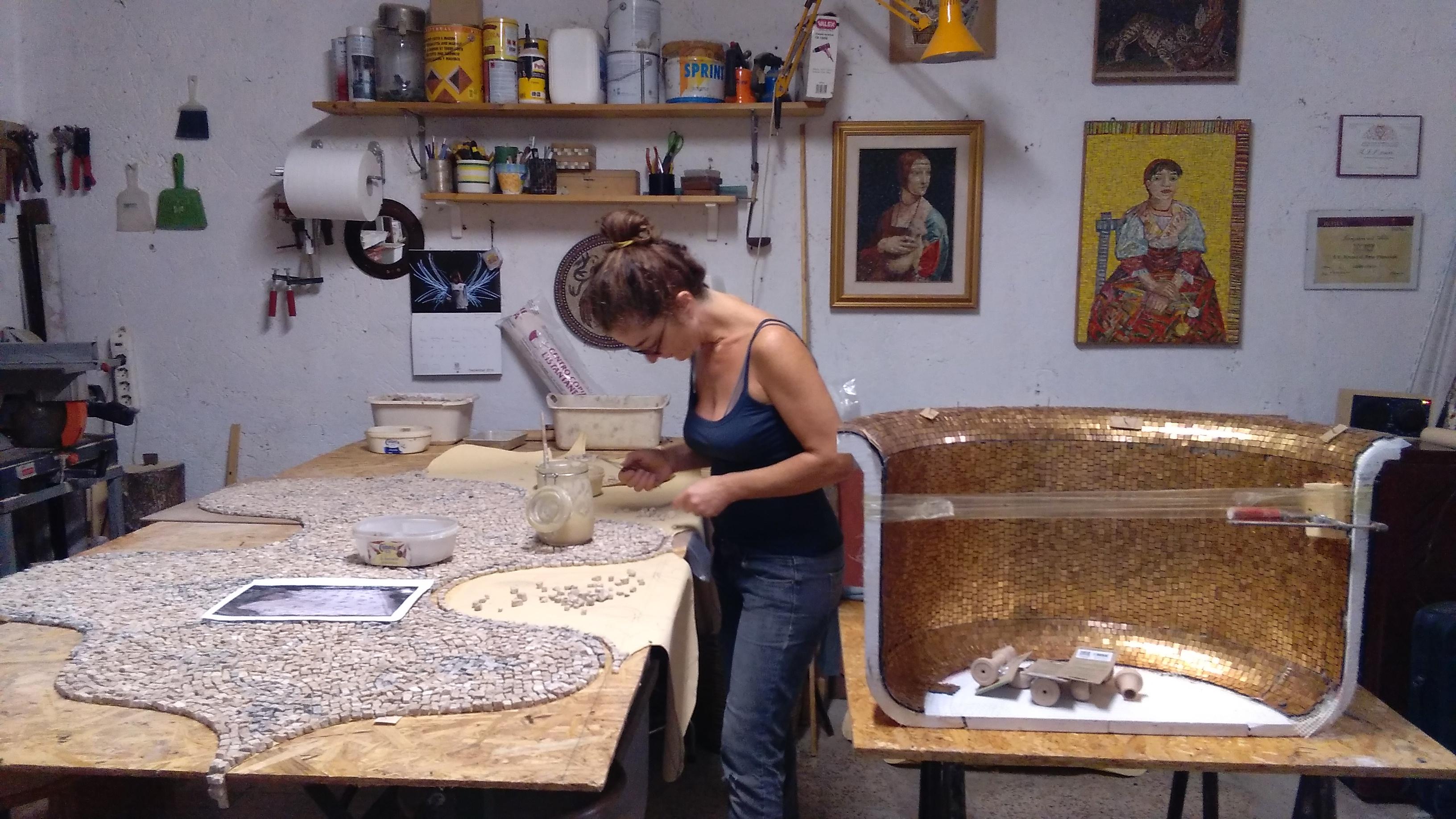 lavorazione del mosaico artigianale, craft mosaic atelier