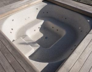 vasca idromassaggio rivestita in mosaico di Botticino