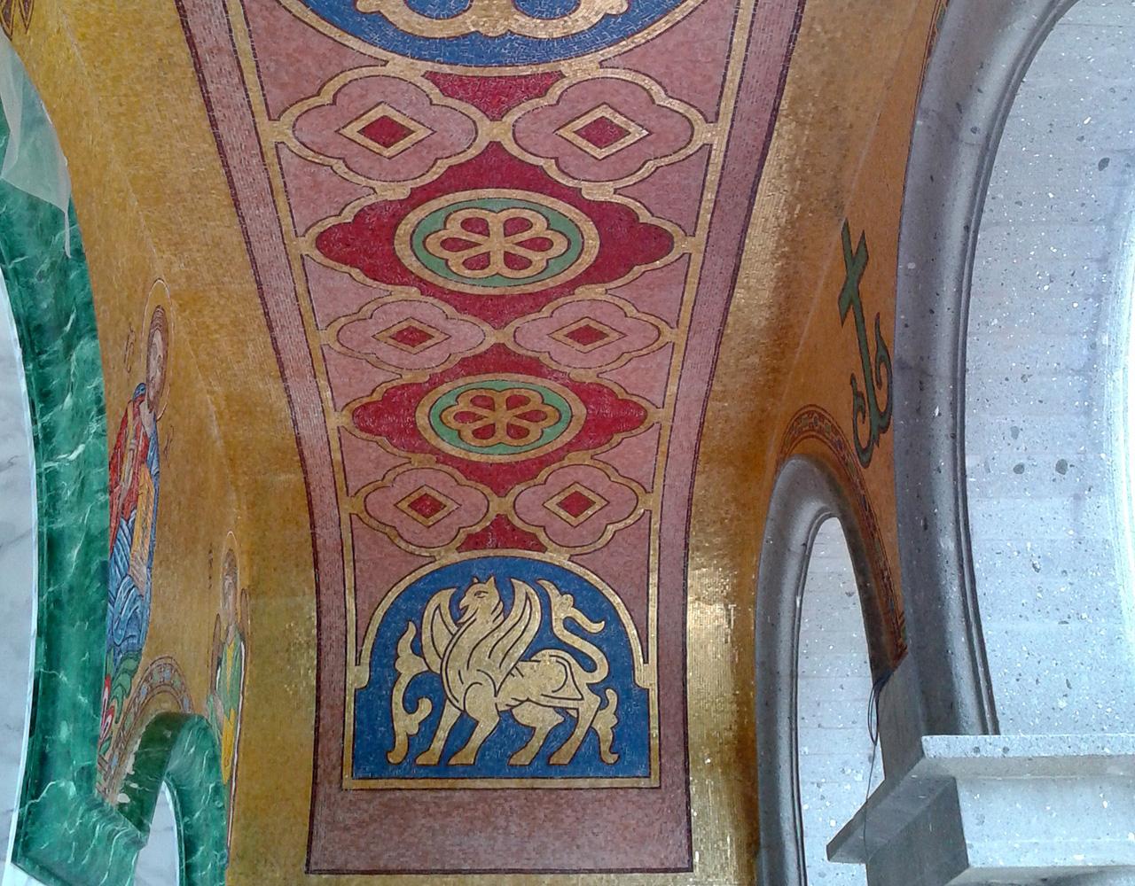 rivestimento in mosaico oro e smalti per una chiesa