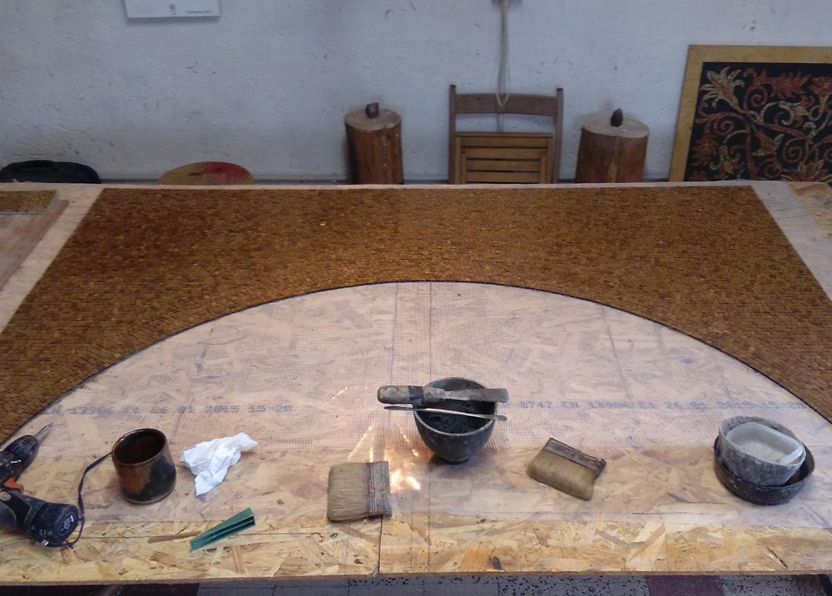 realizzazione di un rivestimento in oro di un arco