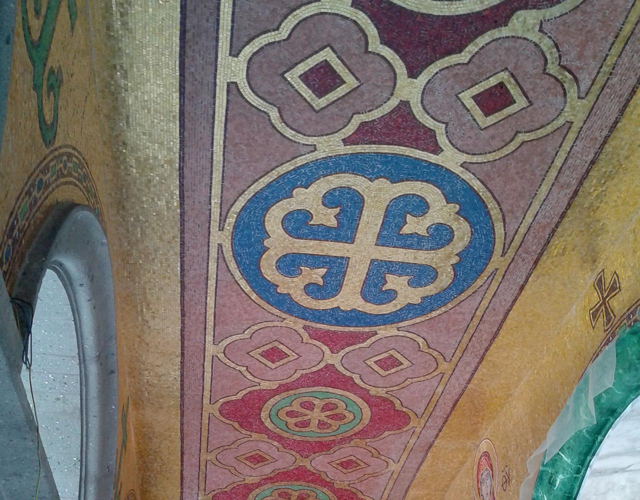 rivestimento dell'androne diS.Sofia a Roma in mosaico doro e smalti