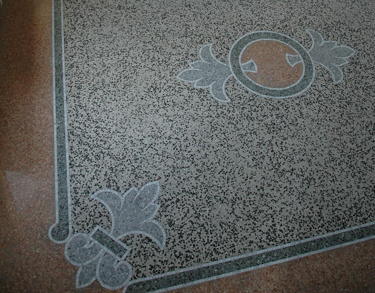 Terrazzo, pavimento in graniglia battuta con decori musivi